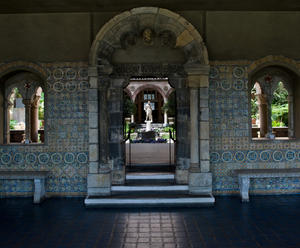 View into the Museum's courtyard from the Spanish Cloister