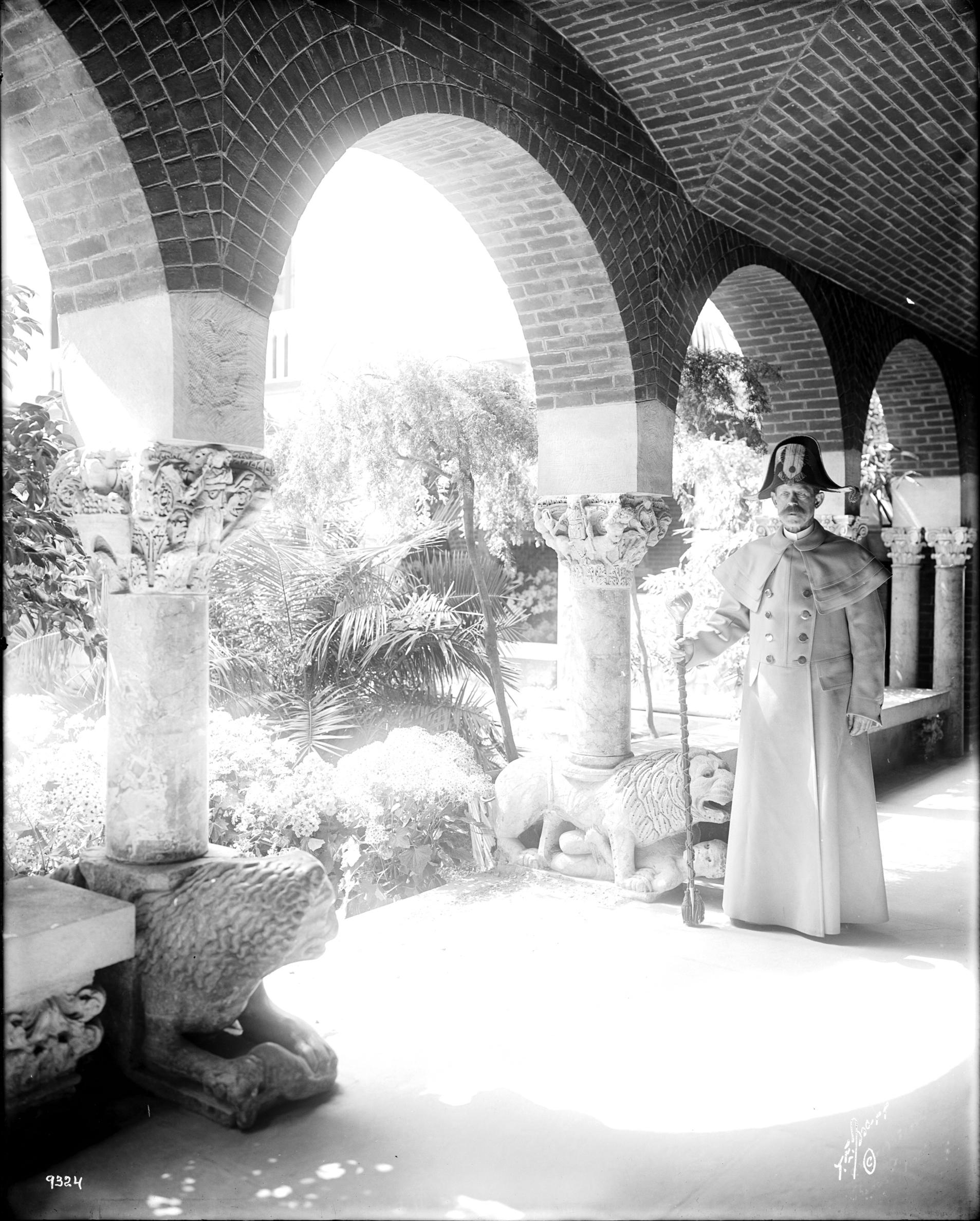 Thomas E. Marr and Son (active Boston, about 1875-1954), Teobaldo Travi in the North Cloister, Fenway Court, 1904