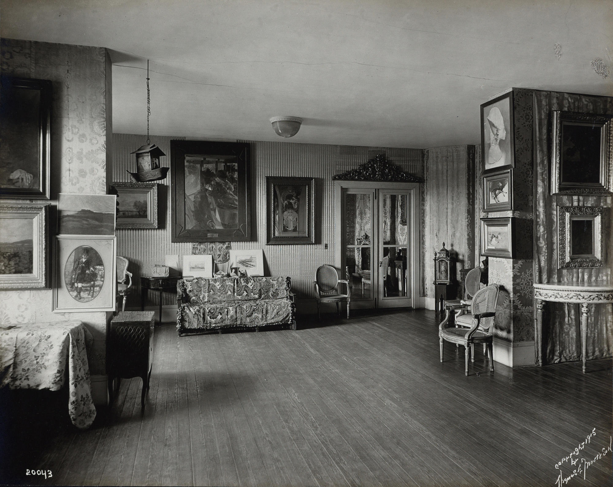 The Blue Room showing Anders Zorn's painting, The Omnibus, in 1915. Photo: Thomas E. Marr & Son (active Boston, about 1875–1954).