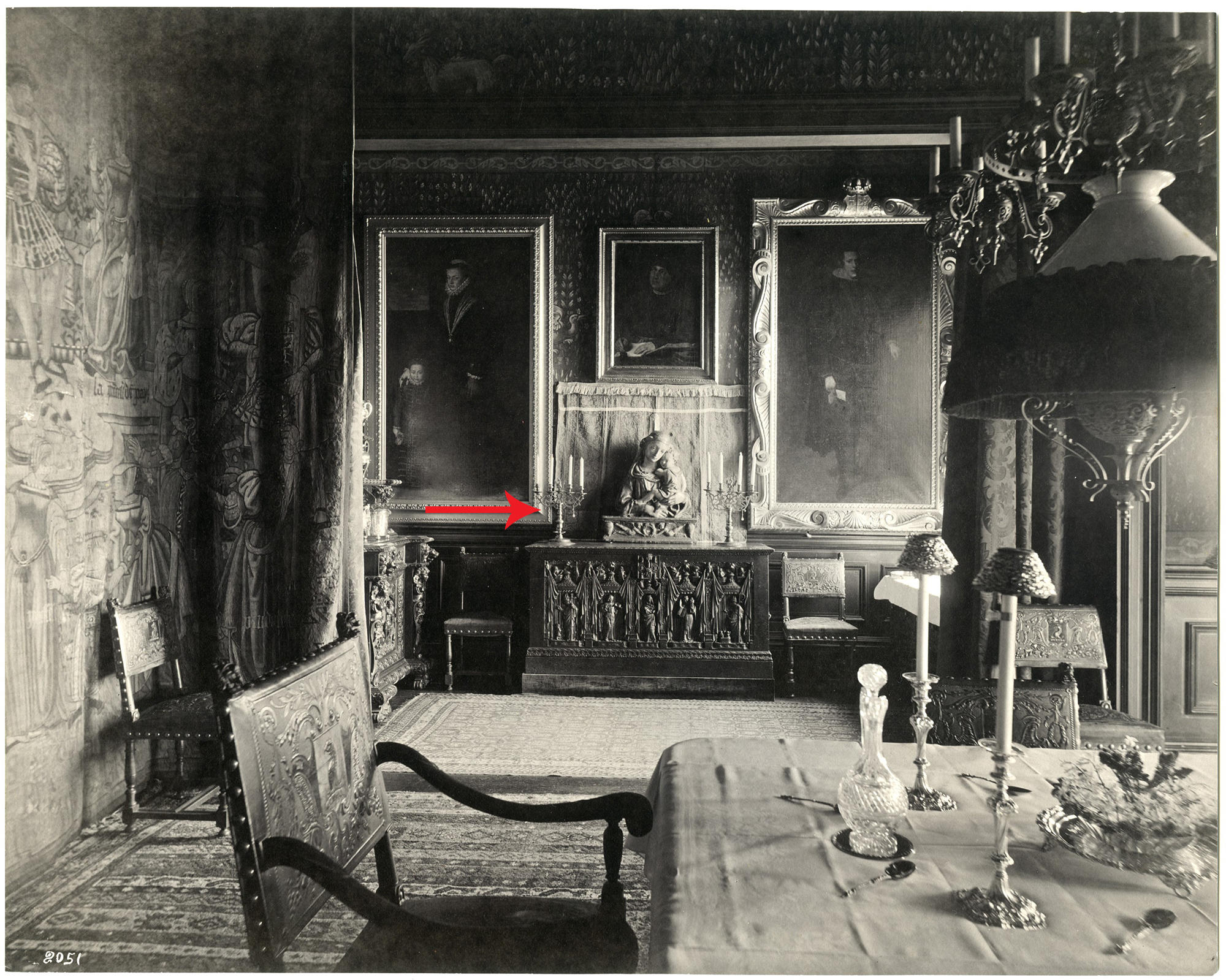 a black and white image of Isabella's apartment