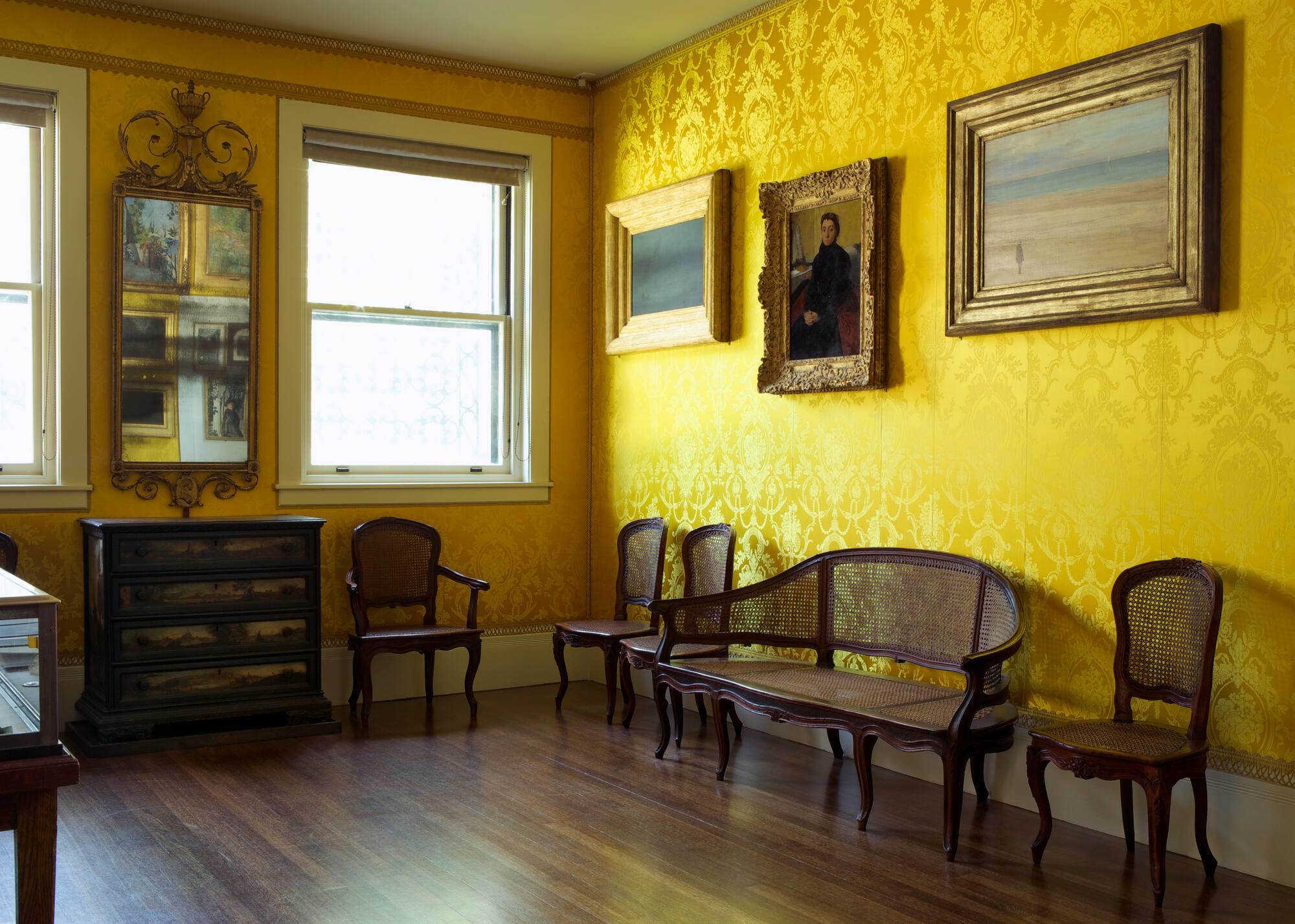 The yellow room.