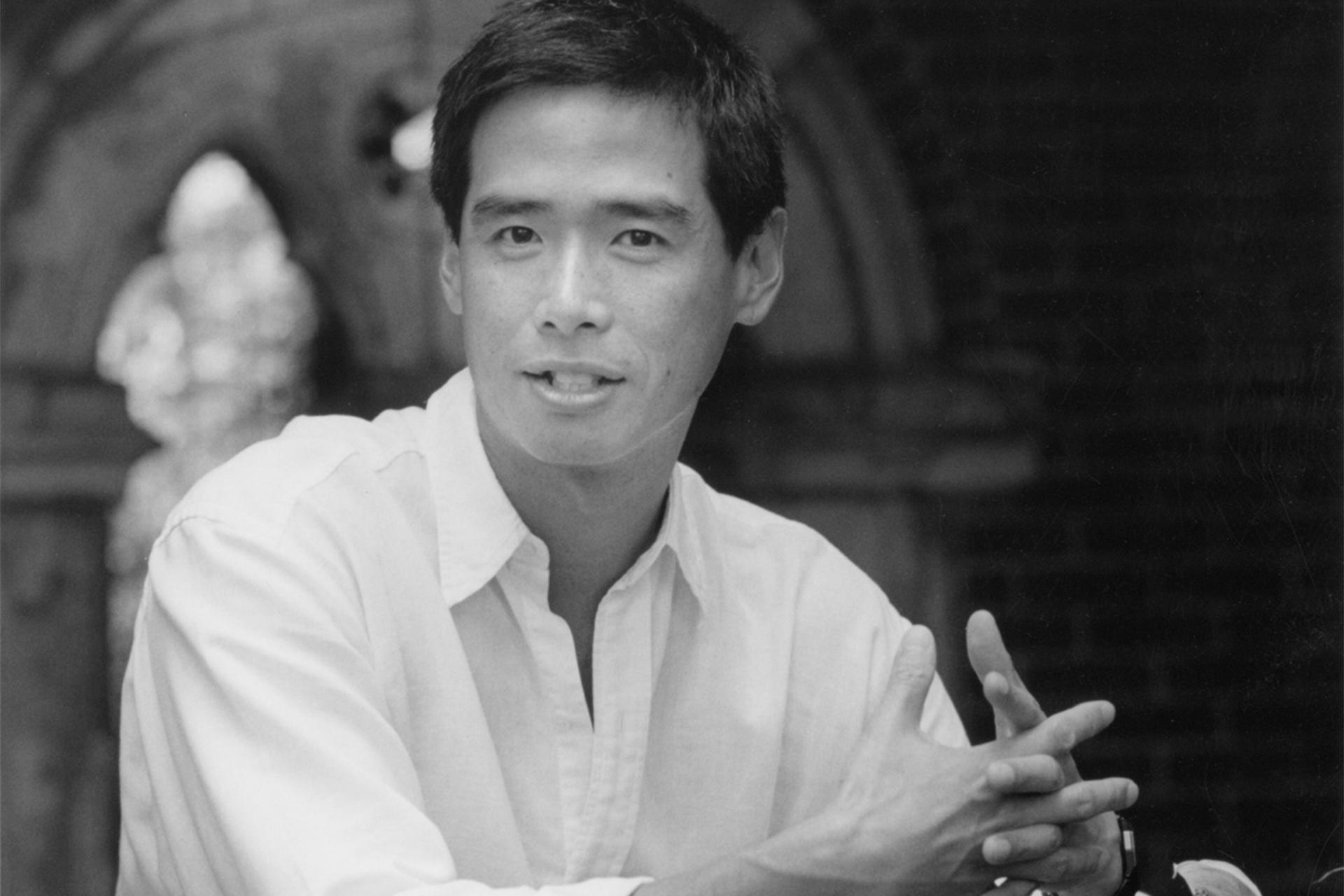 Lee Mingwei in the Courtyard, 1999. Photo: John Kennard